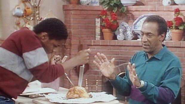 Cliff (Bill Cosby, r.) weiht Theo (Malcolm-Jamal Warner, l.) in die Geheimnis...