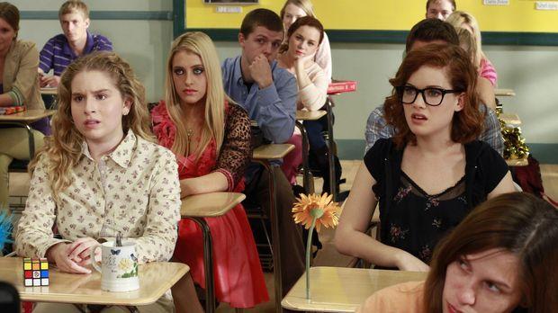 Bekommen eine neue Lehrerin: Lisa (Allie Grant, 3.v.l.), Dalia (Carly Chaikin...