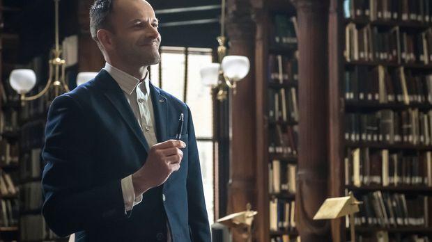 Sherlock (Jonny Lee Miller) ist dahintergekommen, dass sein Bruder Mycroft be...