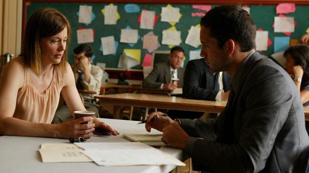 Danny Taylor (Enrique Murciano, r.) hofft, dass ihm Ms. Atkins (Jayne Brook,...