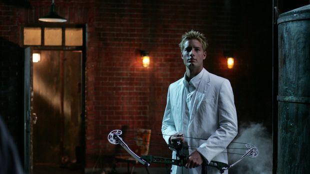 Oliver Queens (Justin Hartley) Geheimnis könnte Clark gefährlich werden ... ©...