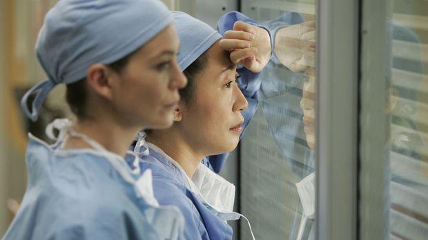 Von einer seltsamen Vorahnung geplagt, will Meredith (Ellen Pompeo, l.) nicht...