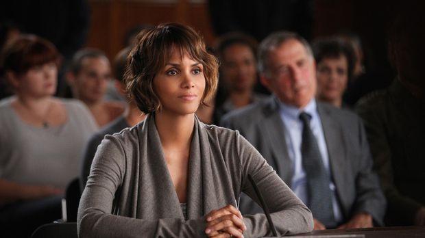 Molly (Halle Berry) ist geschockt, als sie von der Affäre ihres Mannes erfähr...