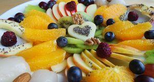 Auf diesem gemischten Obstteller befinden sich sowohl fructosehaltige als auc...