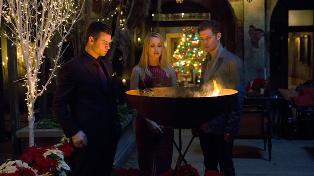Die Prophezeiung stellt Elijah (Daniel Gillies, l.), Rebekah (Claire Holt, M....