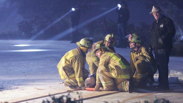 Nachdem eine Leiche unter einer dicken Eisschicht in einem Teich gefunden wur...