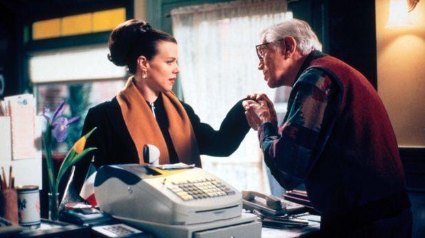 Noch weiß Jackie (Debi Mazar, l.) nicht, was sie mit dem Kauf des Lottoticket...