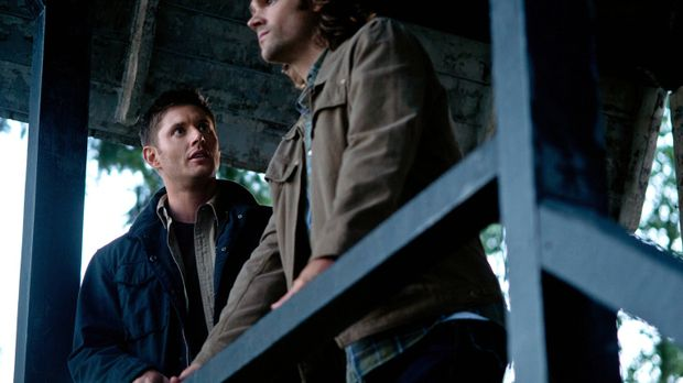 Als Sam (Jared Padalecki, r.) und Dean (Jensen Ackles, l.) erkennen, dass Kev...