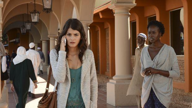 Erin (Sofia Black-D'Elia, l.) und Rose (Anna Diop, r.) glauben, den ersten Re...