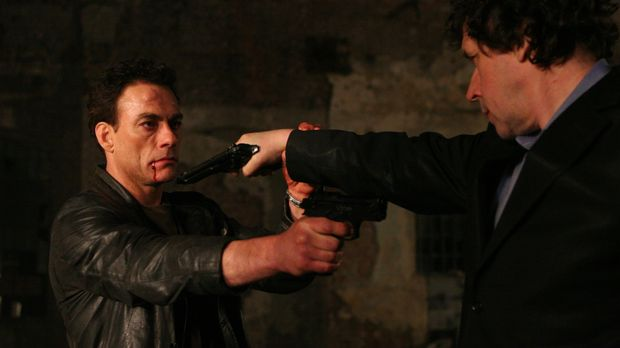 Als Anthony Stowe (Jean-Claude Van Damme, l.) Monate später aus dem Koma wied...