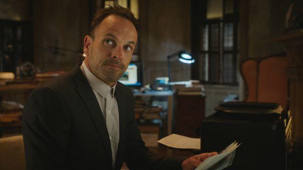 Elementary - Holmes (Jonny Michael Hill) hat mehrere Verdächtige, als er den...