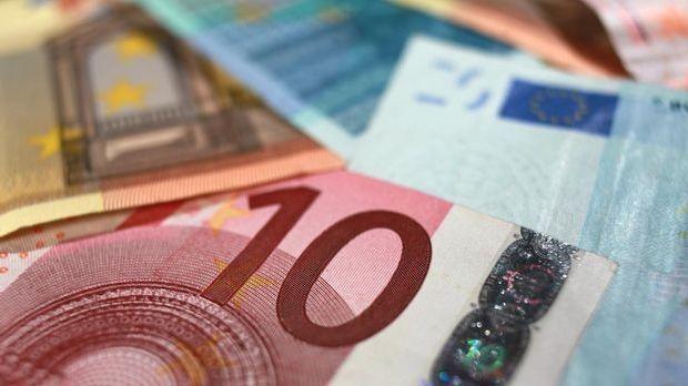 achtung-kontrolle-geld-euro-scheine-dpa 1600 x 900