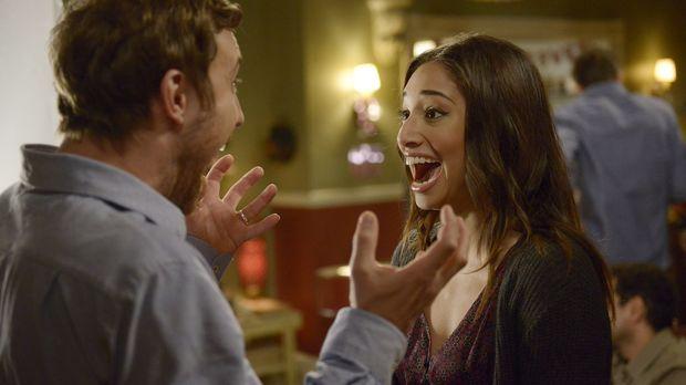 Während Josh (Sam Huntington, l.) eine Babyparty organisiert, erkennt Sally (...