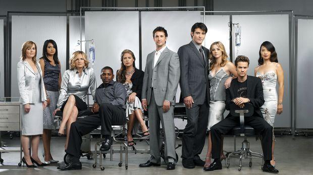 (11. Staffel) - Das Team der Notaufnahme: Dr. Kerry Weaver (Laura Innes, l.),...