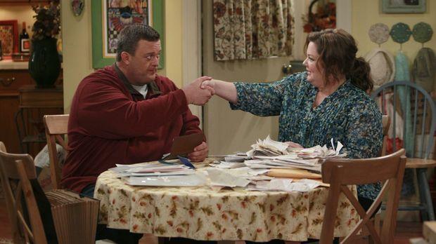 Molly (Melissa McCarthy, r.) und Mike (Billy Gardell, l.) sind mitten in den...