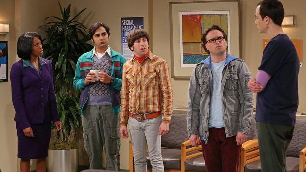 Sheldon (Jim Parsons, r.) wird an der Universität der sexuellen Belästigung b...
