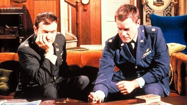 Tony (Larry Hagman, r.) soll gegen den Boxer Killer Culligan antreten. Unter...