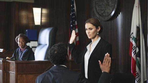 Muss gegen ihre Angreiferin Katie aussagen: Violet (Amy Brenneman, r.) ... ©...