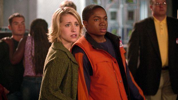 Clarks Freunde Chloe (Allison Mack, vorne l.) und Pete (Sam Jones III., vorne...