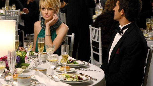 Curtis Bell (Jonathan LaPaglia, r.) kann anfangs nicht glauben, dass Lilly Ru...
