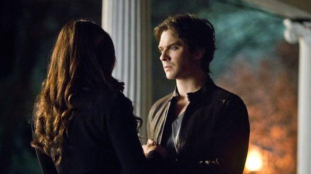 Vampire Diaries - Die nächste Entscheidung, die Elena (Nina Dobrev, l.) und D...