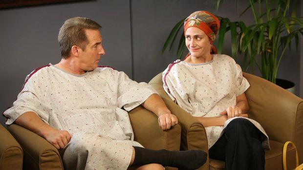 Sheldon (Brian Benben, l.) hat sich für eine Strahlentherapie entschieden. Er...