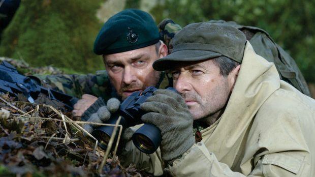 Während in Osteuropa der Krieg tobt, soll eine kampferprobte Söldnertruppe (R...