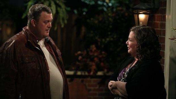 Mike (Billy Gardell, l.) und Molly (Melissa McCarthy, r.) haben ihr drittes D...