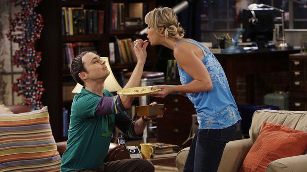 Sex oder Pralinen: Sheldon (Jim Parsons, l.) und Penny (Kaley Cuoco, r.) ......