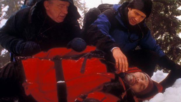 Mulder (David Duchovny, r.) und der Anthropologe Arlinsky (Matthew  Walker, l...