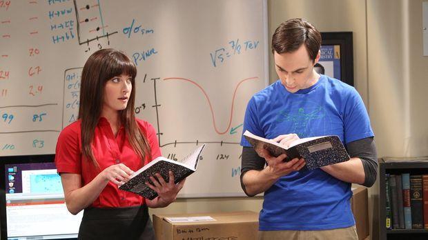 Als Sheldon (Jim Parsons, r.) eine junge Alex (Margo Harshman, l.) als Assist...