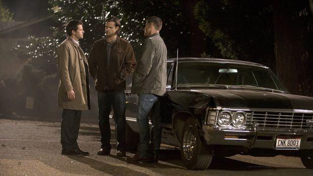 Weder Castiel (Misha Collins, l.), noch Sam (Jared Padalecki, M.) und Dean (J...