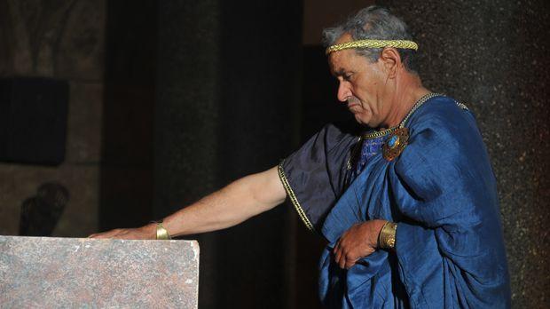 König Ptolemaios IV. am Grab von Alexander dem Großen. Viele seiner Zeitgenos...