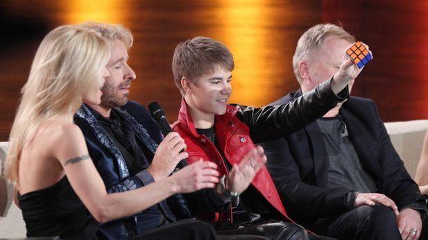 """Justin Bieber löst live bei """"Wetten dass"""" den Zauberwürfel"""