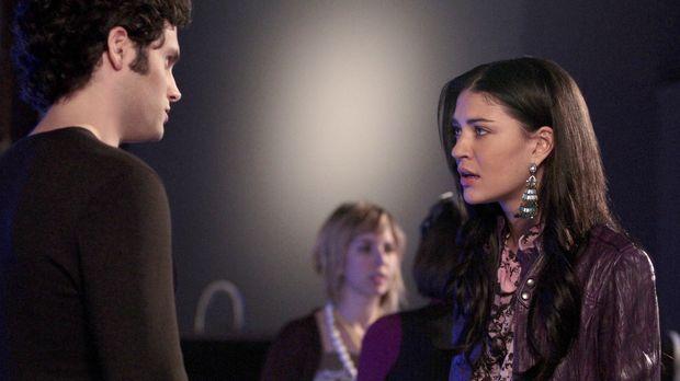 Dan (Penn Badgley, l.) ist enttäuscht, dass Vanessa (Jessica Szohr, r.), und...