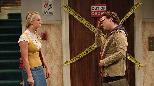 Während Howard und Raj herausfinden wollen, was Sheldon jeden Nachmittag um v...