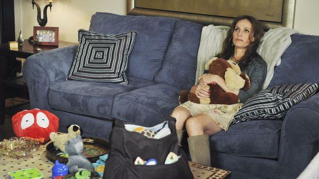 Violet (Amy Brenneman) kehrt von ihrem Aufenthalt in Costa Rica zurück und mö...