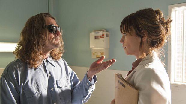 Taras (Maggie Siff, r.) Besuch bei Otto (Kurt Sutter, l.) verläuft anders als...