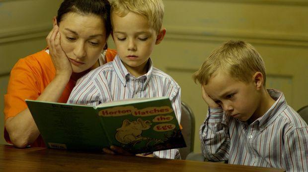 Nimmt ihren Kindern den Vater: Clara Harris (Elizabeth Pena, l.) ... © 2004 S...
