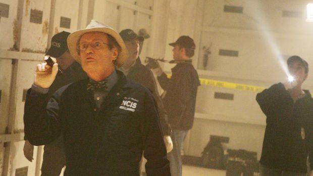 Ein neuer Fall führt Ducky (David McCallum, vorne) und die anderen Teammitgli...