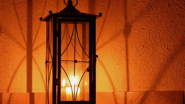 Laterne-Kerze-Kerzenlicht-pixabay