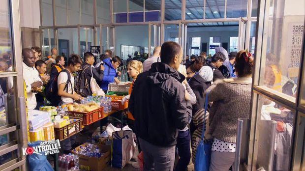 Achtung Kontrolle - Montag: Flüchtlingsspezial - Einblicke In Das Leben Der Flüchtlinge (1)