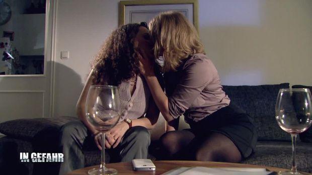 In Gefahr - In Gefahr - Ein Verhängnisvoller Moment - Staffel 1 Episode 62: Valerie - Sexlügen Am Arbeitsplatz